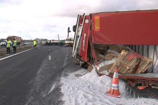 Il a fallu près de 10 heures pour relever les camions et dégager la chaussée