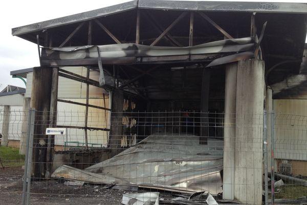 Une partie des 1200 m² de locaux de la Sodexo à Aurillac a brûlé durant la nuit de vendredi à samedi, notamment la zone contenant les cellules de refroidissement.
