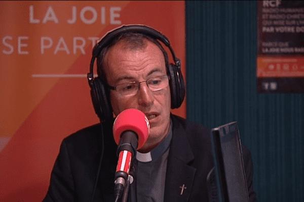 Invité ce mercredi matin de la Rado Chérétienne Francophone (RCF) à Caen, le Père Laurent Berthout