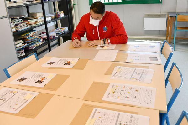 À Compiègne, les enveloppes sont presque prêtes, les devoirs arrivent.
