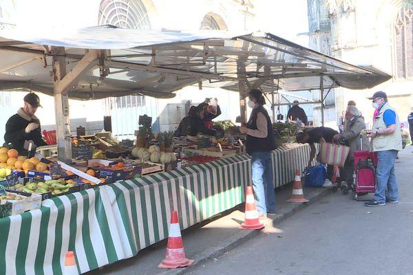 Suite aux mesures gouvernementales pour endiguer la propagation du coronavirus, le marché de Clamecy avait fermé en mars dernier. Pour le week-end de Pâques, il ouvre de nouveau... avec des conditions de sécurité renforcées.