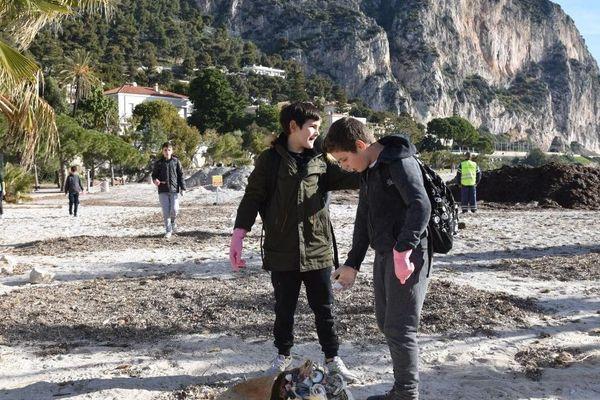 Les jeunes de Beaulieu sur Mer prévoient de nettoyer la nature durant encore deux jours.
