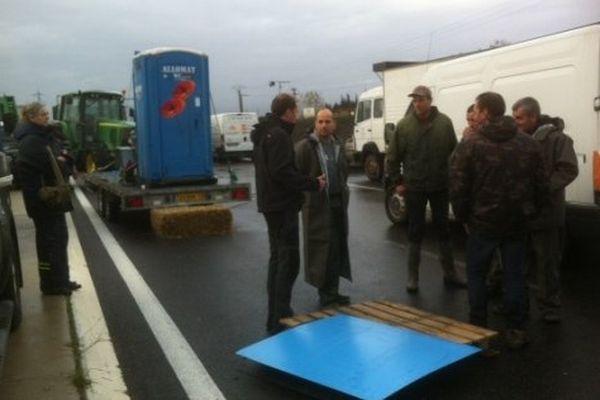 Les agriculteurs devant les accès du port