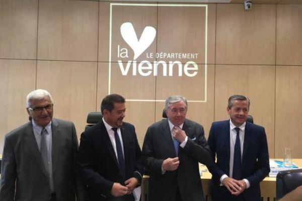 Alain Pichon entouré des trois derniers présidents du conseil départemental de la Vienne, de droite à gauche, Claude Bertaud, Alain Pichon, Alain Fouché, Bruno Belin.