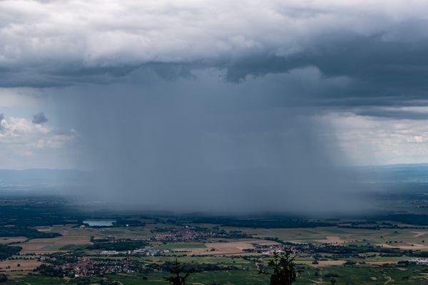 Fraîcheur remarquable, premières neiges, pluies abondantes font suite à 3 semaines de sécheresse et de chaleur record en Alsace.