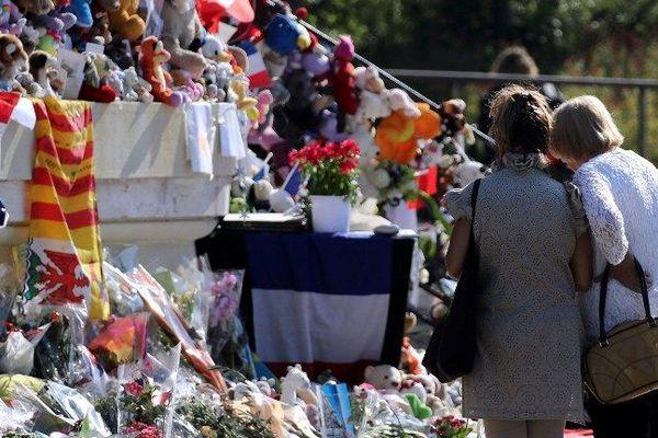 Paix et amour étaient les mots d'ordre des organisateurs de la marche blanche qui est donc interdite dimanche à Nice.