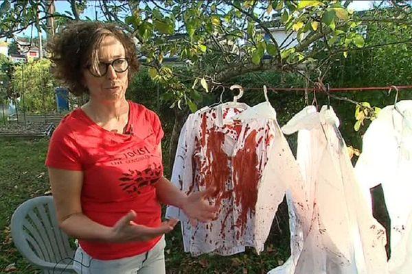 Les militants de L214 ont prévu une mise en scène spectaculaire avec des blouses couvertes de sang.