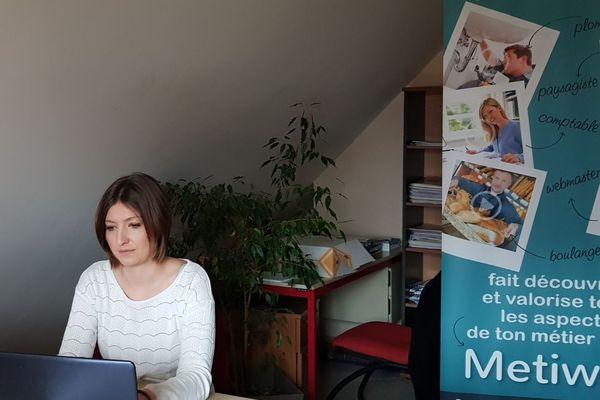 """La Dijonnaise Barbara Chevret a créé la plateforme internet Metiway pour """"prouver qu'un homme peut être coiffeur et une femme mécanicienne""""."""