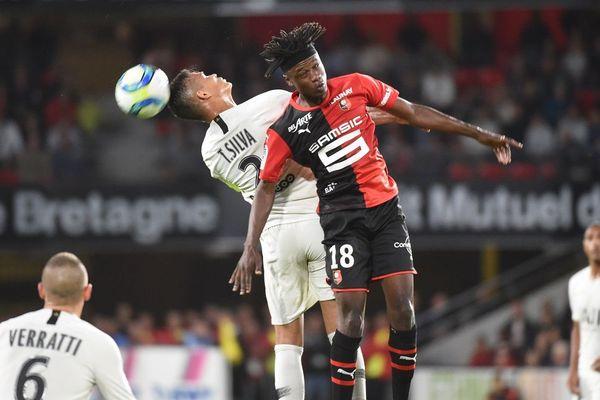 Thiago Silva et Camavinga à la lutte