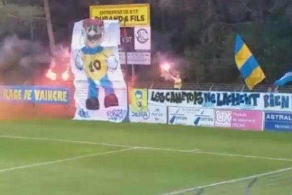 Le tifo fétiche des supporters du Canet Roussillon Football Club sera exposé dans les tribunes du stade Gilbert-Brutus à Perpignan.