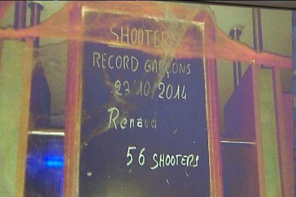 """Le 25 octobre 2014, Renaud Prudhomme, 56 ans, avait ingurgité 56 petits verres d'alcool fort - des """"shooters"""" - en un temps éclair, battant ainsi le record de consommation, affiché sur une ardoise dans l'établissement le Starter à Clermont-Ferrand. Il est mort le lendemain à l'hôpital."""