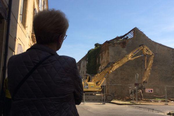 """L'immeuble surnommé """"le cercueil"""" à cause de sa forme atypique, a été démoli ce 22 mars à Sedan"""