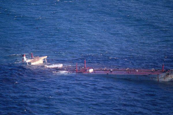 Mars 1978 L'Amoco Cadiz s'enfonce au large des côtes bretonnes