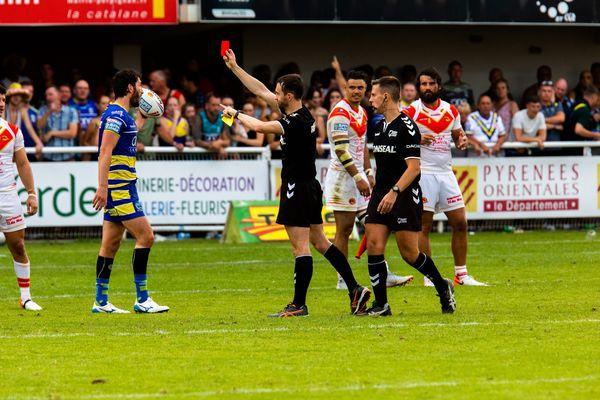 Perpignan - au stade Brutus lors du match de Super league entre les Dragons catalans et Warrington, un carton rouge puis une rixe sur le terrain et dans les tribunes - 3 août 2019.
