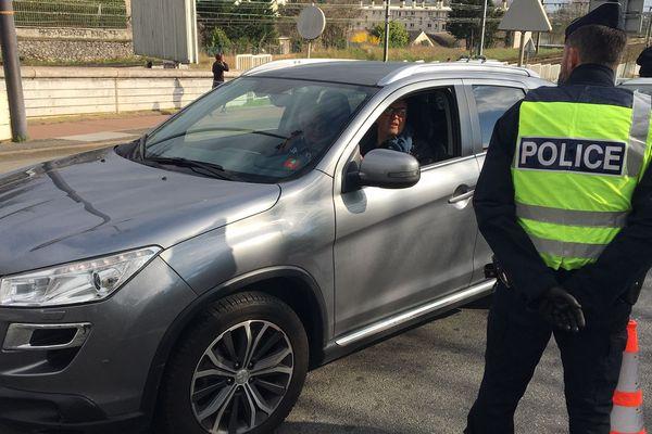 Contrôles de police à Orléans, au premier jour du confinement.