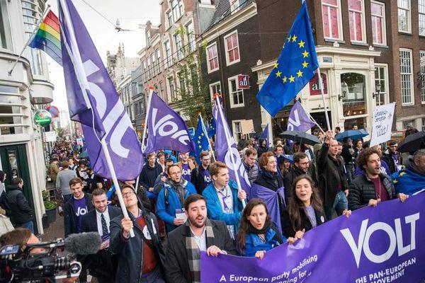"""Rassemblement du mouvement paneuropéen Volt qui revendique 35 000 adhérents sur toute l'Europe. Volt Bretagne sera présent pour les élections régionales sur la liste """" Nous la Bretagne"""" conduite par Thierry Burlot."""