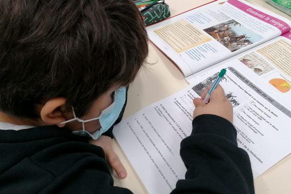 Les masques sont obligatoires à l'école à partir de 6 ans.