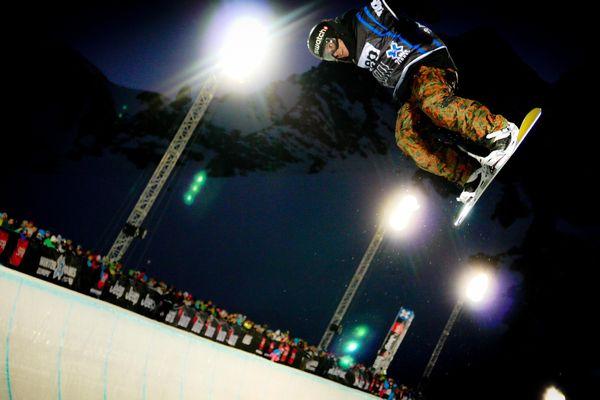 Dans le SuperPipe les snowboarders font aussi le show.