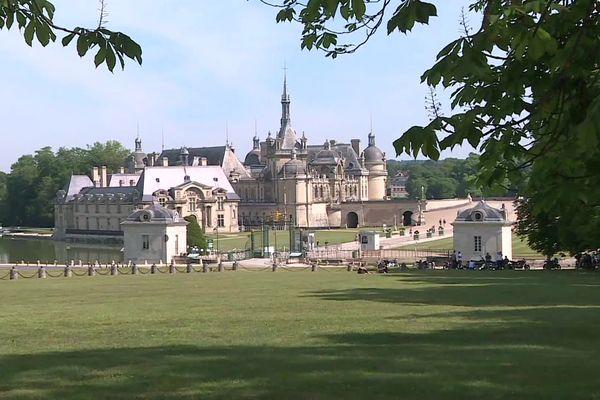 Près de trois mois après sa fermeture, le château de Chantilly dans l'Oise accueille à nouveau ses premiers visiteurs.