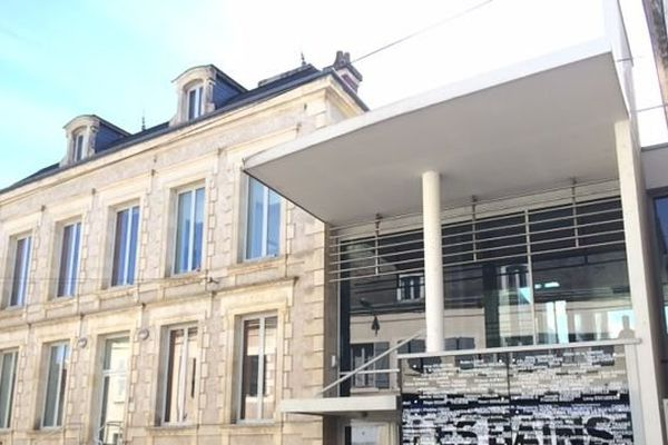 La salle des Bains Douches est devenu l'un des temples de la Chanson française