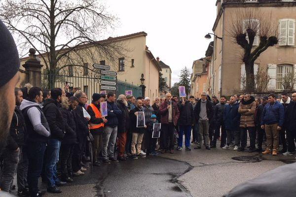 Un hommage a été rendu  à Rachid Aananouch poignardé par un automobiliste dans la soirée du jeudi 8 février 2018 à Mâcon, en Saône-et-Loire.
