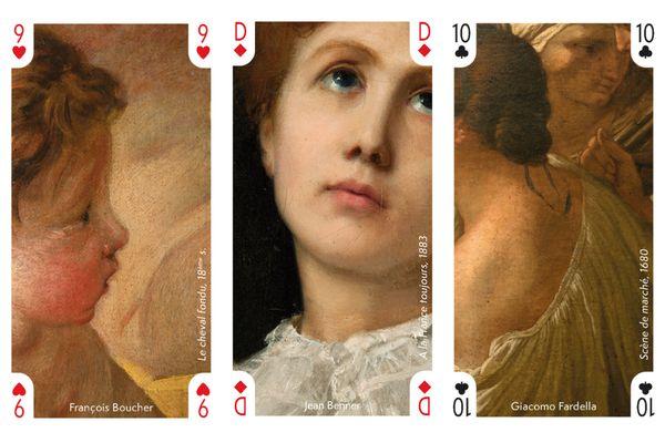 """Trois cartes à jouer parmi les trente deux à réunir. A gauche un détail de """"Le cheval fondu"""" de François Boucher, au milieu, """"A la France toujours"""" de Jean Benner, à droite, """"Scène de marché"""" de Giacomo Fardelle."""