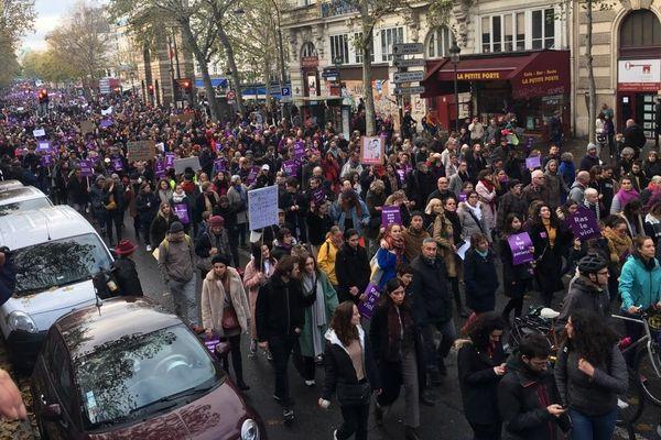 Des milliers de personnes se sont rendues à la cette marche pour dénoncer les violences faites aux femmes, ce samedi 23 novembre à Paris.