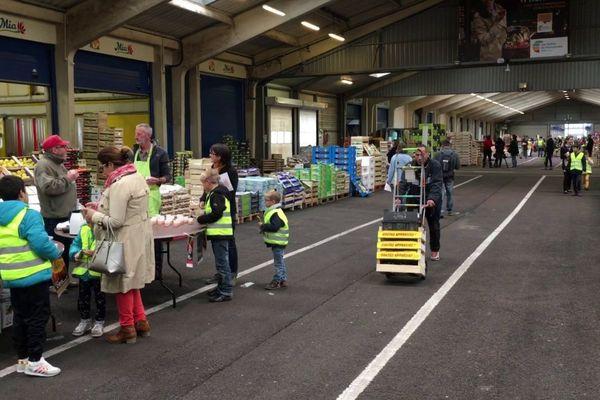 Rouen le 24 octobre 2018- Enfants et parents visitent le Marché d'Intérêt National de Rouen