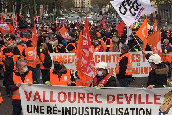 Ils étaient environ 400 personnes rassemblées pour une marche blanche pour l'avenir du site de Vallourec.