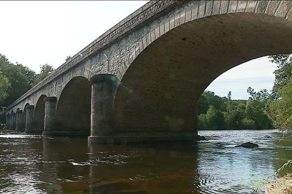 Le Pont de la Gabie, qui enjambe la Vienne à Saint-Priest-Sous-Aixe