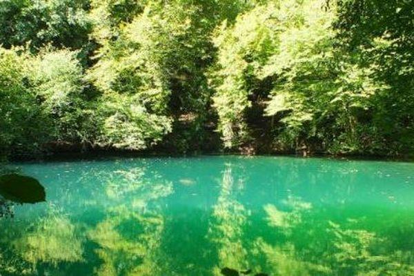 Le gouffre de Cabouy à Rocamadour est l'une des résurgences de l'affluent de la Dordogne l'Ouysse.
