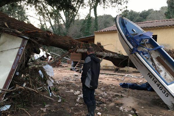 A Eccica Suarella (Corse-du-Sud), près d'Ajaccio, une dizaine d'entreprises et de particuliers ont été durement touchés par les inondations causées par la tempête Fabien.