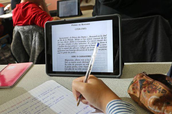 Avec le lycée 4.0 dans le Grand Est, les élèves n'ont plus besoin de manuels scolaires, qui sont entièrement digitalisés