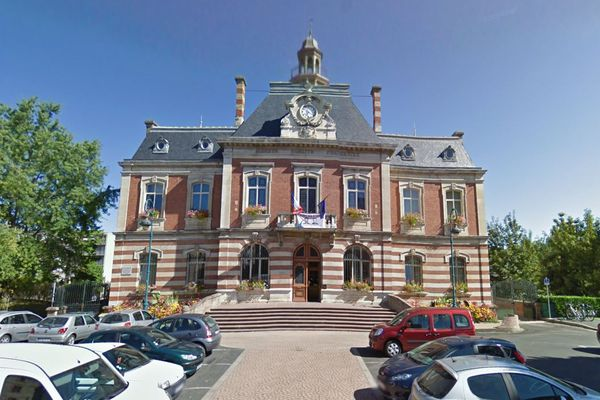 Carmaux (Tarn) - la mairie - archives.