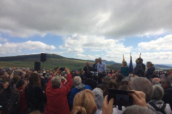 Laurent Wauquiez a appelé ce dimanche 29 août à l'union dans son camp politique, lors de son ascension du Mont Mézenc en Haute-Loire.