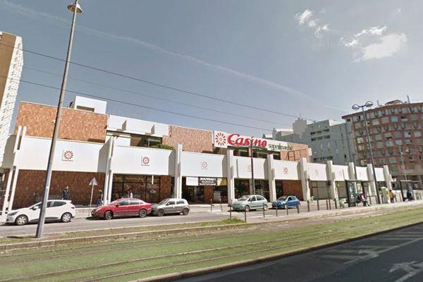 Début d'incendie dans la réserve du supermarché Casino de la rue Bergson à Saint-Etienne (Loire), le 31 mars 2020. Les dégâts sont très limités.