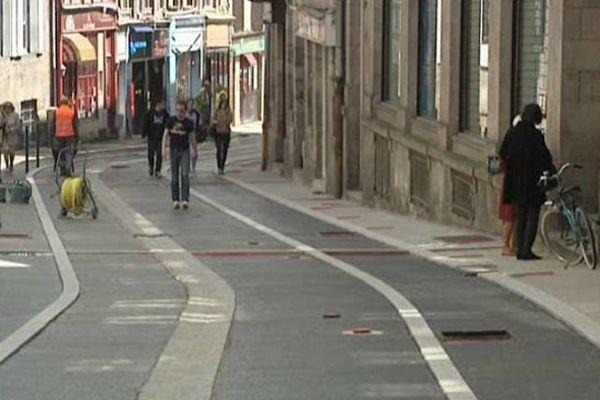 La rue Charles Michels sera piétonne en été.