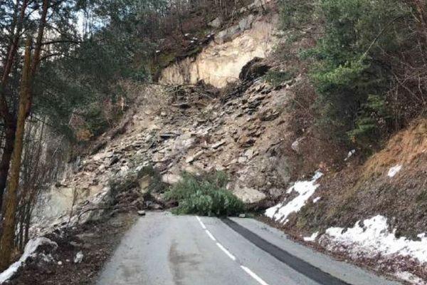 La route du Col d'Ornon reste coupée après l'éboulement