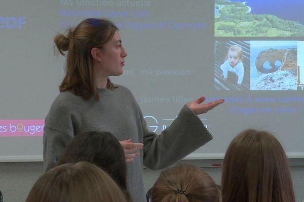 Lycée Gay-Lussac à Limoges. Des lycéennes de seconde à la terminale ont écouté et interrogé des ingénieures et des élèves de classes préparatoires.
