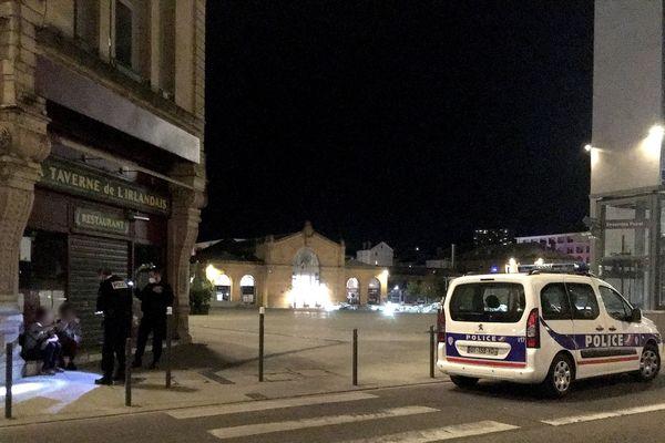 """Il est minuit passé et dans le quartier de la gare, Christine et Juliette sont contrôlées : """"On a râté notre train à 17h40"""""""