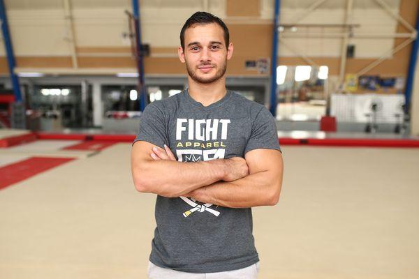 Samir Ait-Said se prépare à faire son retour en vue de la coupe du monde de gymnastique masculine en septembre 2017 à Paris. Il pose ici au gymnase Pierre Brochard d'Antibes Juan-Les-Pins, le 5 août 2017.