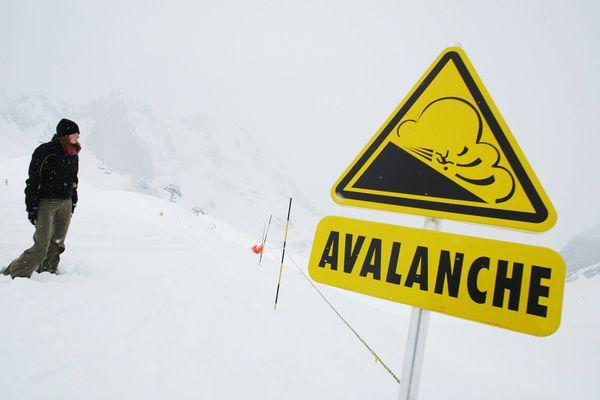 Avec l'humidification du manteau neigeux et le redoux des températures, le risque avalanche est actuellement fort dans les Pyrénées.