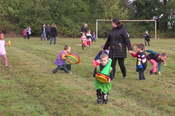 Les enfants de la petite section de maternelle au CE1 s'initient aux activités sportives à Chennebrun