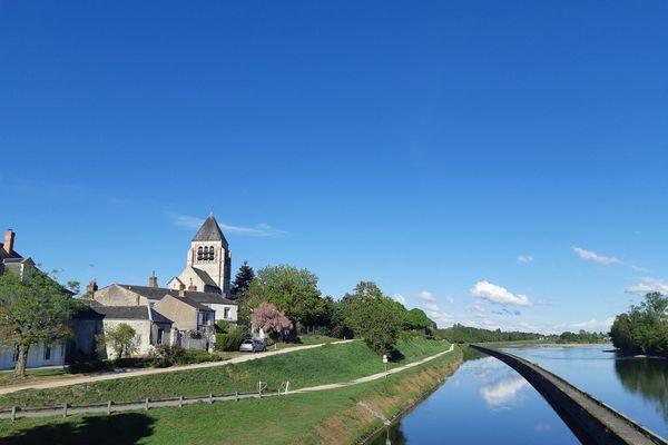L'église de Vieux Bourg au bord de la Loire et du canal d'Orléans à Saint Jean de Braye - Photo d'illustration