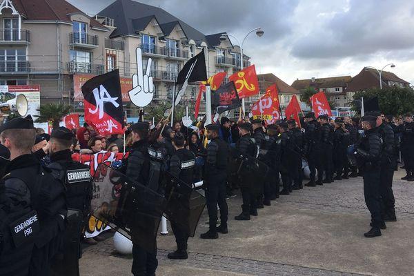 A l'appel de 30 associations, 250 personnes se sont mobilisées pour contrer la manifestation d'extrême-droite à Ouistreham