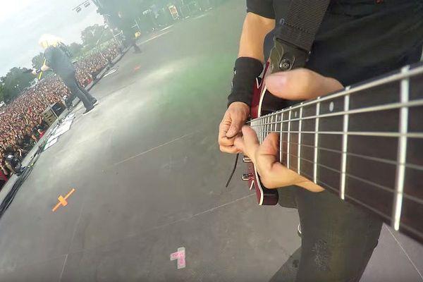 Une petite GoPro sur la guitare et hop...