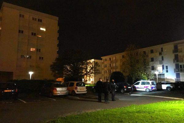 Deux personnes sont mortes, une troisième blessée gravement après une agression à Cholet, l'agresseur présumé a été interpellé