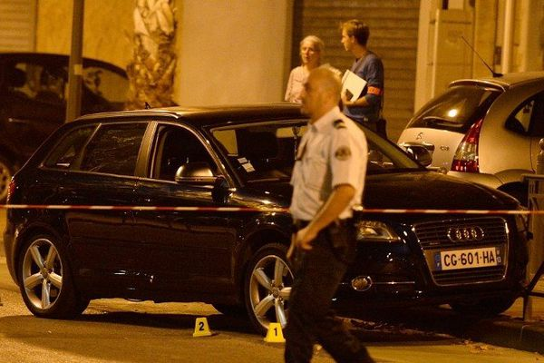 L'Audi dans laquelle a été abattu la victime le 19 août 2013 - photo Boris Horvat - Afp