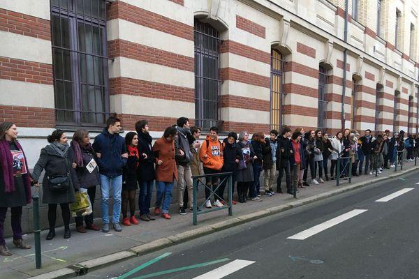 Professeurs et élèves se sont rassemblés pour s'opposer à l'action policière du 30 janvier dernier lors d'un blocus contre la réforme du bac.
