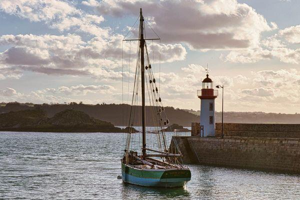 La Sainte-Jeanne dans le Port d'Erquy (22)